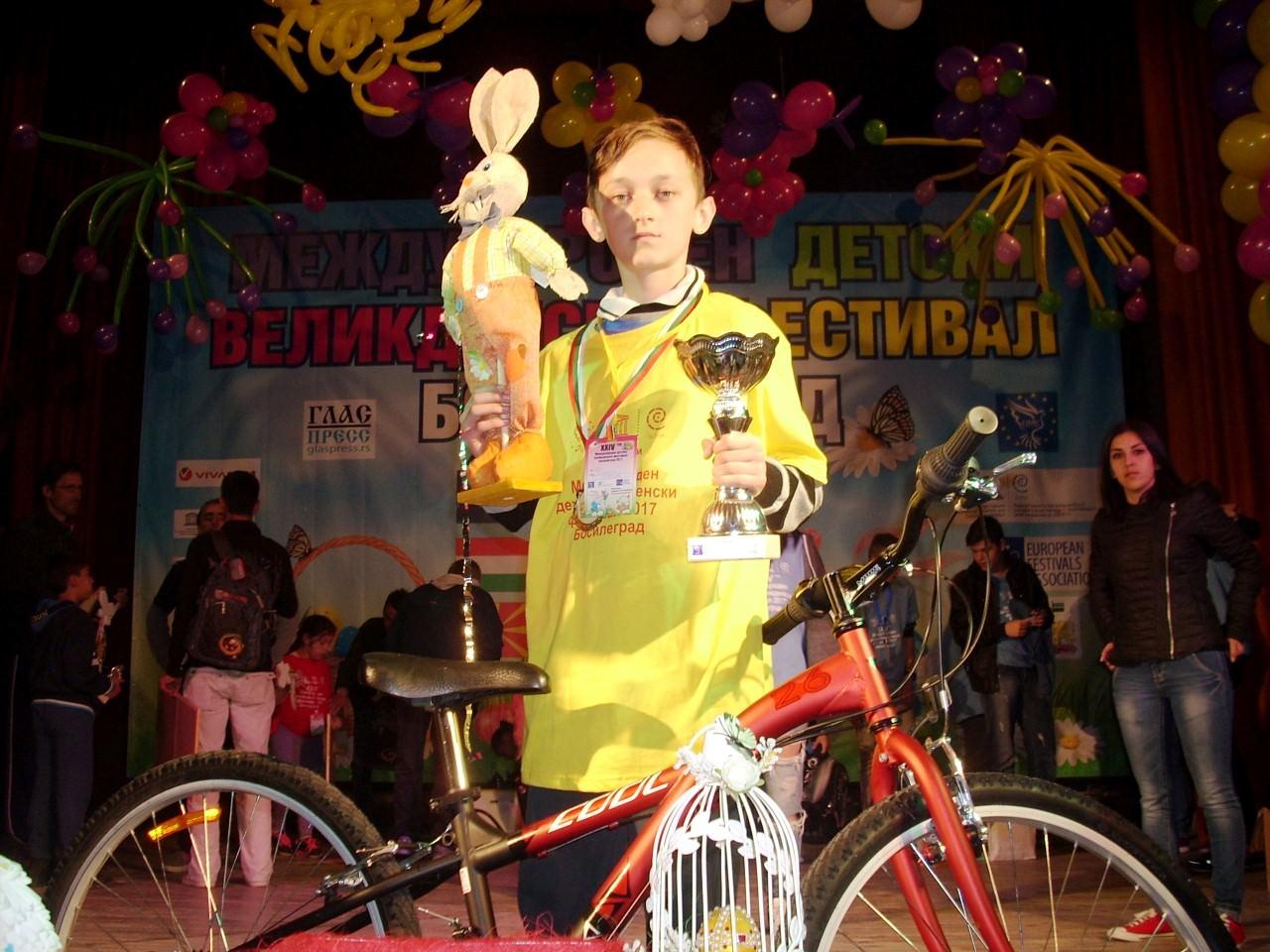 Владан Георгиев спечели турнира по чупене на яйца