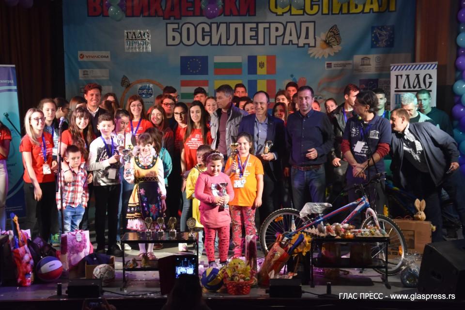 Никица Симеонов спечели турнира по чупене на яйца